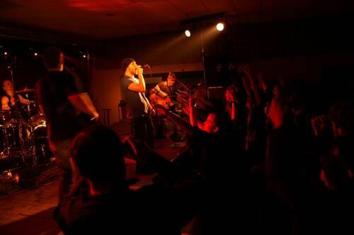 Concert de Nico avec son groupe avec le public